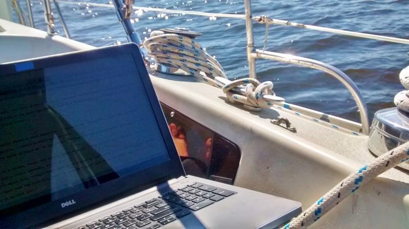 Edits Boat (800x449)